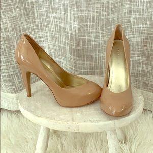 BCBG patent leather beige pumps - 7.5
